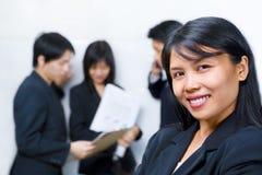 bizneswomanu azjatykci przód inny target1403_0_ fotografia royalty free