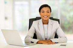 bizneswomanu biura target1647_0_ Zdjęcia Royalty Free