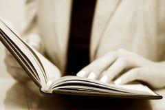 bizneswomanu czytanie Obraz Stock