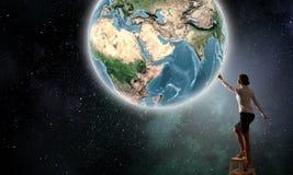 Bizneswomanu dojechania ziemi planeta Obraz Royalty Free