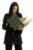 bizneswomanu duży książkowy czytanie Zdjęcia Stock