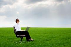 bizneswomanu laptop Zdjęcia Stock