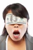 być bizneswomanu ślepiącym pieniądze obraz royalty free