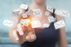 Bizneswomanu mienie i wzruszającego 3D renderingu latający email Obraz Stock