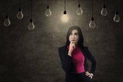 Bizneswomanu pozytywu główkowanie Zdjęcia Stock