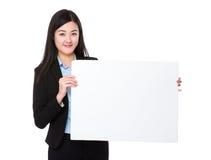 Bizneswomanu przedstawienie z puste miejsce deską Zdjęcie Royalty Free