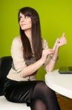 bizneswomanu segregowania gwoździe Obrazy Royalty Free
