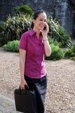 bizneswomanu telefonu target1533_0_ Zdjęcie Stock
