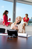 bizneswomanu telefonu target597_0_ Obraz Stock