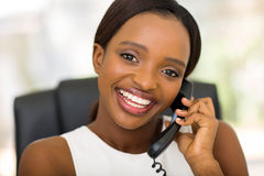 bizneswomanu telefonu używać Obraz Royalty Free