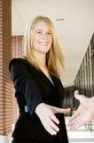 bizneswomanu uścisk dłoni Obraz Royalty Free