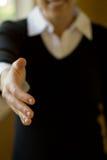 bizneswomanu uścisk dłoni Obrazy Royalty Free