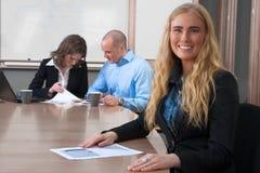 bizneswomanu uśmiecham się spotkania ja target2233_0_ Zdjęcie Stock