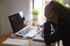 Bizneswomanu uczucia stres od pracy zdjęcia stock