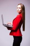 Bizneswomanu use laptop obrazy stock