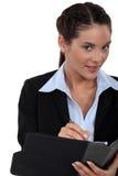 Bizneswomanu writing w jej agendzie Zdjęcie Royalty Free