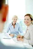 bizneswomanów uśmiecha się Obraz Royalty Free