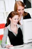 Bizneswomany z Komputerem Zdjęcia Stock