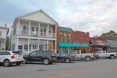 Biznesy na Frontowej ulicie w w centrum Beaufort, Pólnocna Karolina obrazy royalty free