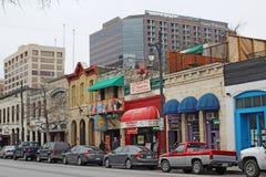 Biznesy wzdłuż historycznej 6th ulicy w w centrum Austin, Teksas fotografia royalty free