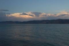 Björn sjö på solnedgången Royaltyfri Foto