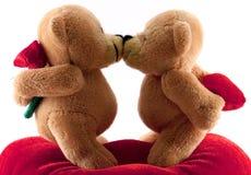 björnar som kysser nalle Royaltyfri Foto