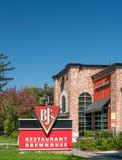 BJ的餐馆啤酒酿造厂外部和标志 免版税库存图片