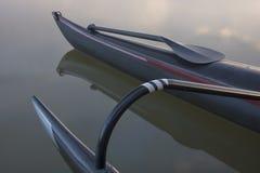 böjd tävlings- axel för kanotoutriggerskovel Royaltyfria Foton