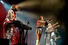 Bjorn Again (musikbandhedersgåva till ABBA) utför på den guld- nypremiärfestivalen Royaltyfria Foton