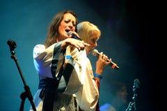 Bjorn Again (musikbandhedersgåva till ABBA) utför på den guld- nypremiärfestivalen Fotografering för Bildbyråer
