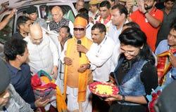 BJP Πρόεδρος Amit Shah συναντιέται καθιστά τα παιδιά και την επίσκεψη Narayan Seva Sansthan στοκ φωτογραφία