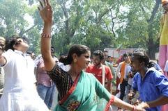 Bjp-Parteiarbeitskräfte, die während der Wahl in Indien feiern Stockbild