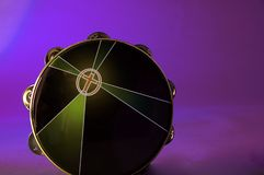 bk查出的紫色小手鼓 免版税库存图片