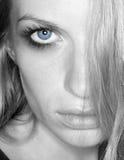 błękitny przyglądająca się dama Zdjęcia Stock