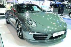BKK - 28 NOV.: Porsche 911 (50ste verjaardagsuitgave) op vertoning Royalty-vrije Stock Fotografie