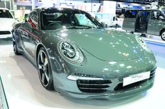 BKK - NOVEMBER 28: Porsche 911 (den 50th årsdagupplagan) på skärm Royaltyfri Fotografi