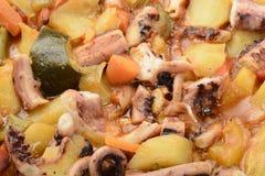Bläckfisk med potatoesandgrönsaker Arkivfoton