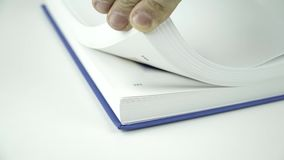Bläddra sidorna av en bok lager videofilmer
