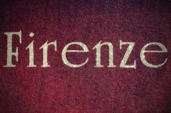 Blänka Firenze som är skriftlig av en italiensk stad royaltyfria bilder