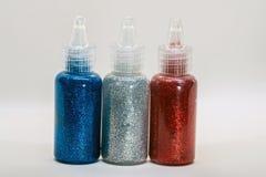 Blänka flaskor med lim royaltyfri foto