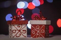 Blänka gåvaaskar som mousserar Bokeh fotografering för bildbyråer