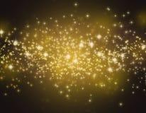 Blänka stjärnor på en guld- bokehbakgrund Natthimmel med stjärnabakgrund/textur Arkivbild