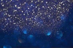 Blänka tappningljusbakgrund ljus silver, lilor, blått, guld och svart defocused royaltyfri bild