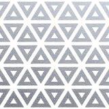 Blänker den sömlösa modellen för geometrisk silver med textur av abstrakta trianglar på vit bakgrund Vektorsilver som blänker orn vektor illustrationer