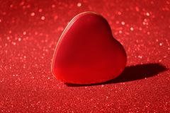 Blänker det nya året Valentine Day Red Heart Box för jul bakgrund Tyg för ferieabstrakt begrepptextur Beståndsdel exponering arkivfoto