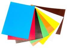 Blätter des farbigen Papiers lokalisiert Stockfotografie