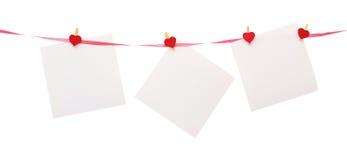 Blätter Papier mit Inneres geformtem Clothespin Lizenzfreie Stockbilder