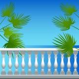 Blätter von Palmen auf dem Hintergrund des Meeres Stockfotos