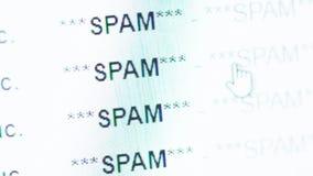 Blättern in einem E-Mailinbox voll von Spam messeges stock video footage