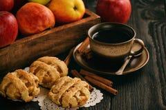 Blätterteige mit Apfel und Zimt Stockbild